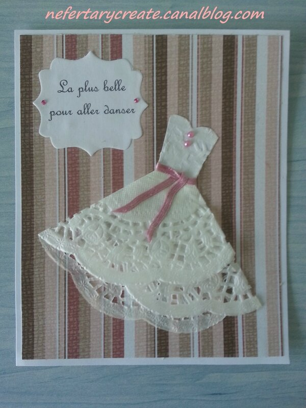 carte scrapbooking robe en dentelle