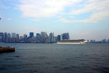 NY_Statue_26_06_08_93