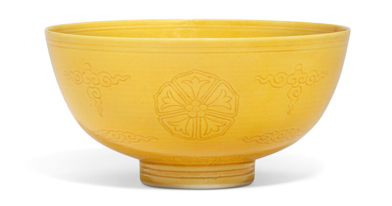 2019_CKS_17114_0159_000(an_incised_yellow-glazed_bowl_qianlong_six-character_seal_mark_in_unde)