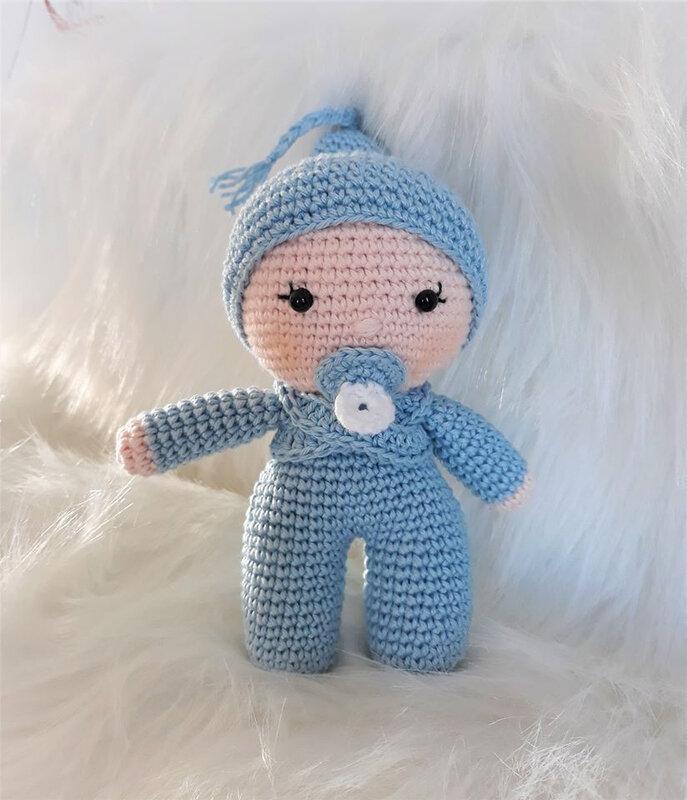 Bébé bleu au crochet...