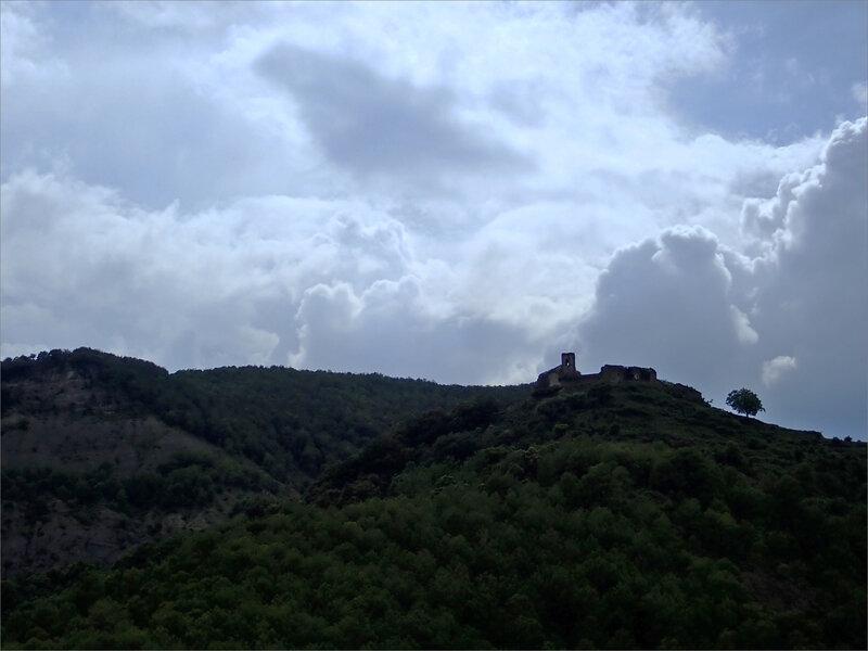 Aragon Escalona sentier Muro de Bellos 020618 10 village abandonné hauteur nuages contrej