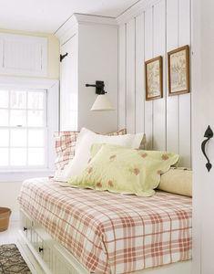 Second_Floor_Guest_Bedroom_HTOURS0106_de