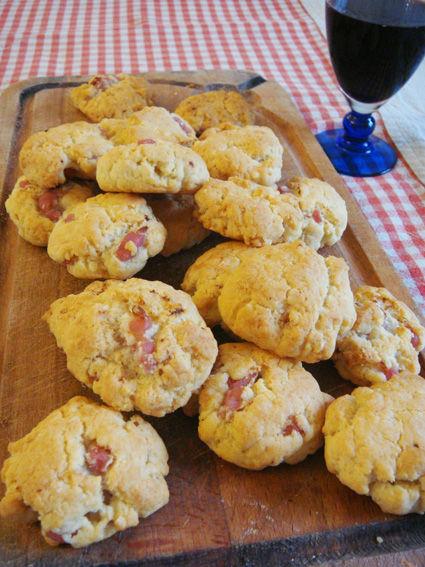 biscuits aperitif aux lardons et au parmesan c 39 est tres. Black Bedroom Furniture Sets. Home Design Ideas