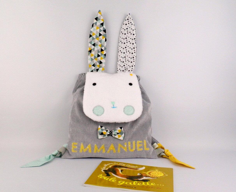 Sac à dos enfant personnalisé prénom Emmanuel lapin cartable personnalisable école maternelle gris jaune moutarde vert menthe