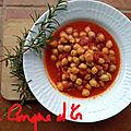 Soupe de pois-chiches à la tomate et romarin