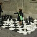 Jeu d'échecs géant devant l'église St Georges, juin 2009