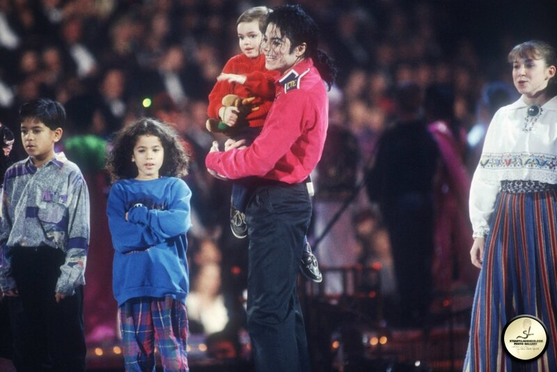 michael-performs-at-president-bill-clintons-inaugural-celebration(72)-m-18
