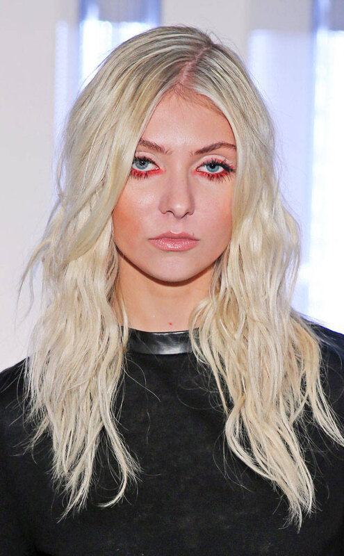 rs_634x1024-130913105233-1024_taylor-momsen-red-eyeliner-nyfw