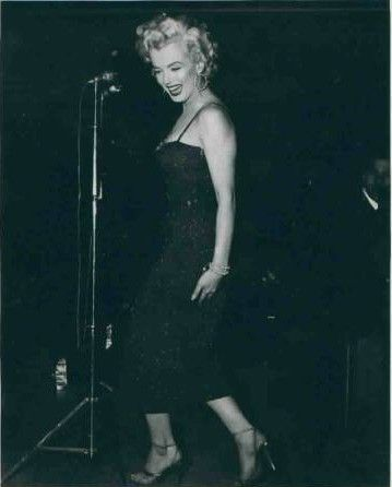 1954-02-korea-dress_purple-stage_in-sing-010-1