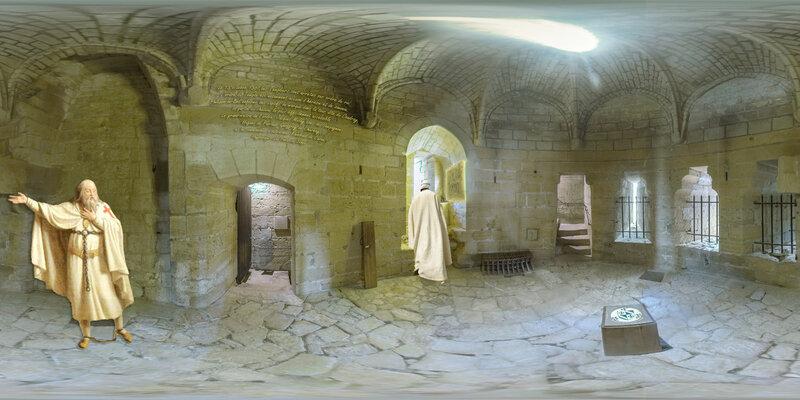 Forteresse Chinon - Le grand-maître de l'ordre, Jacques Molay, Le 13 octobre 1307, les Templiers sont arrêtés sur ordre du roi Philippe le Bel