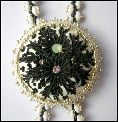 collier cabochon fleuri 3