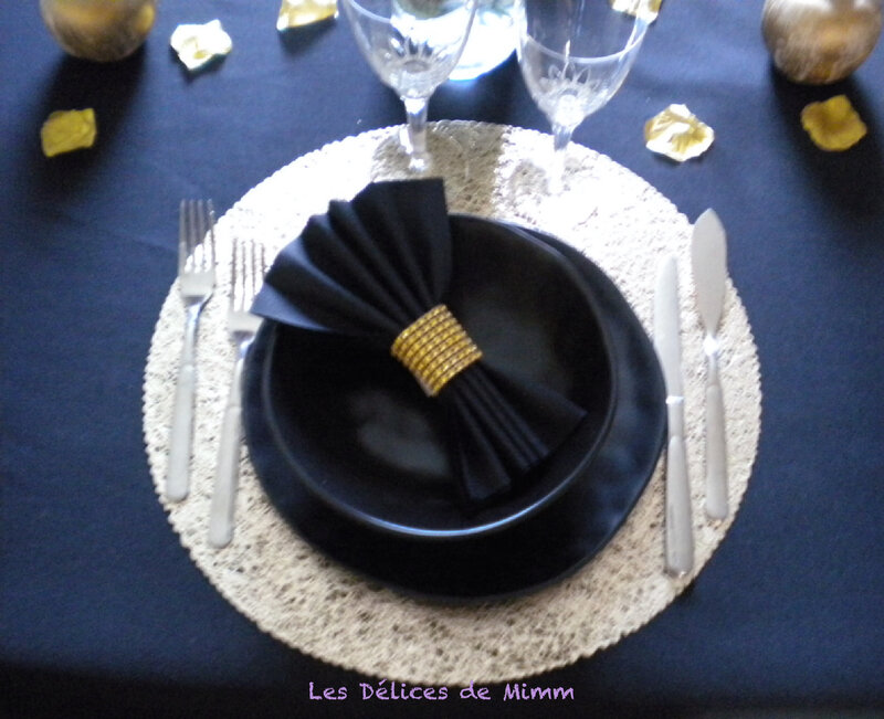 Ma table Simple et chic en noir et or 3