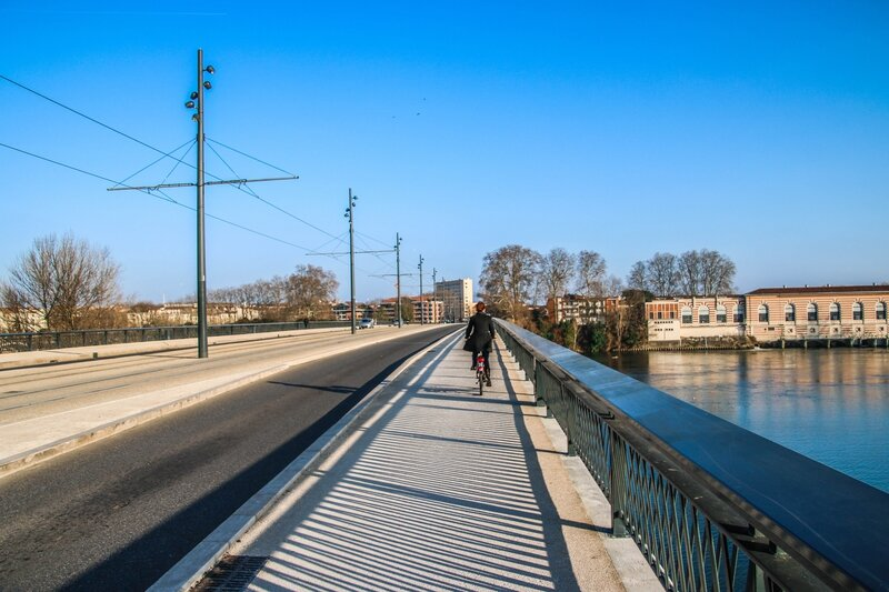 Cycliste pont Saint-Michel