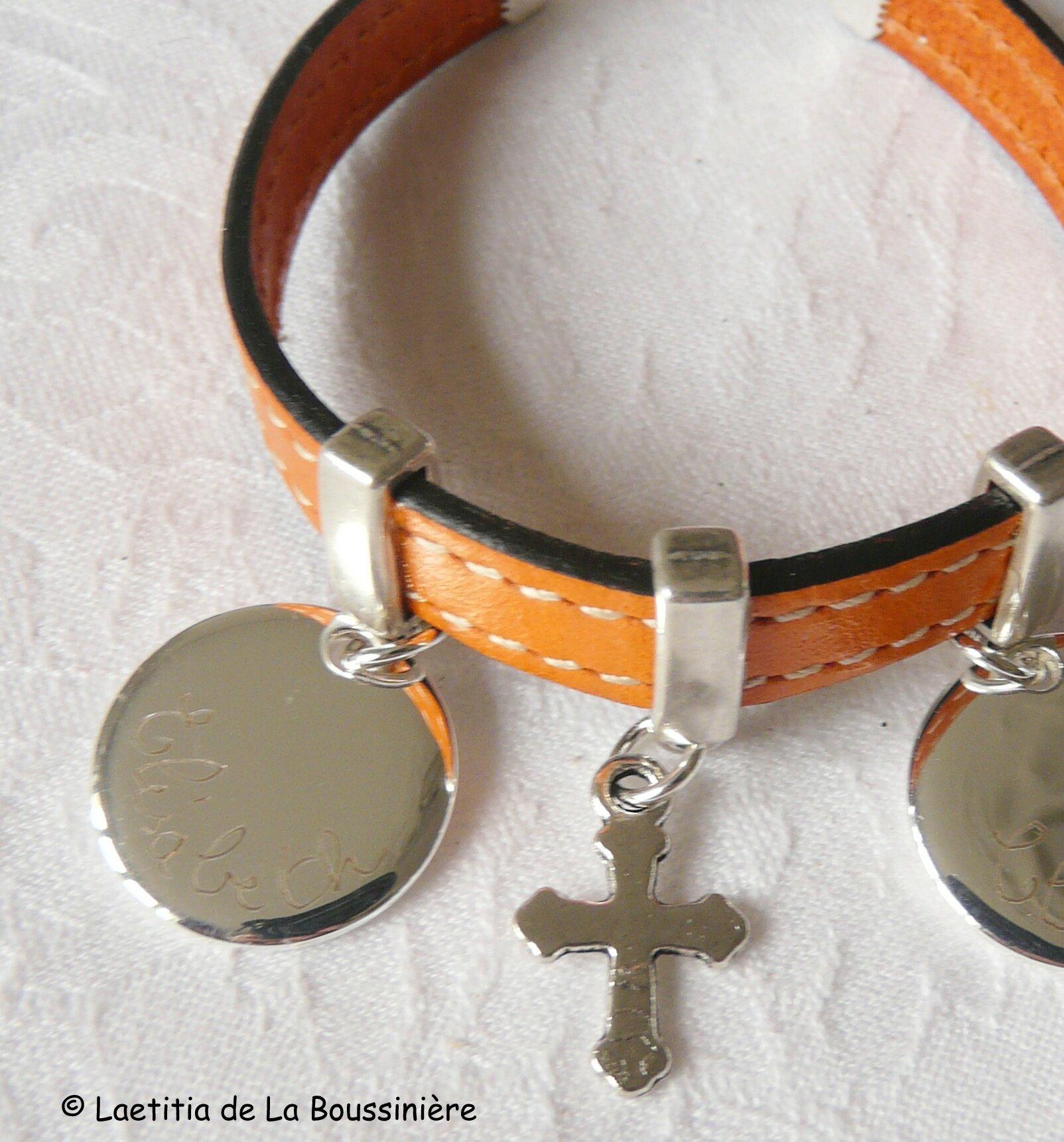 Bracelet cuir personnalisé avec médailles en argent massif et Croix en métal