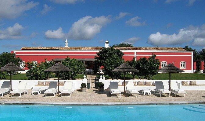 5494dfdcdfc78modern_vacation_rentals_vermelha_portugal_001