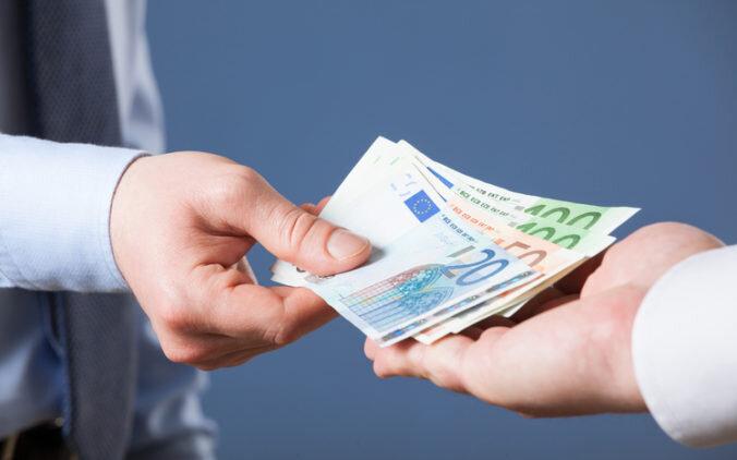 platba-v-hotovosti-nad-5000-eur-676x422