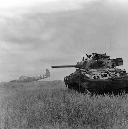 595px-Sherman_tank_and_Horsa_glider