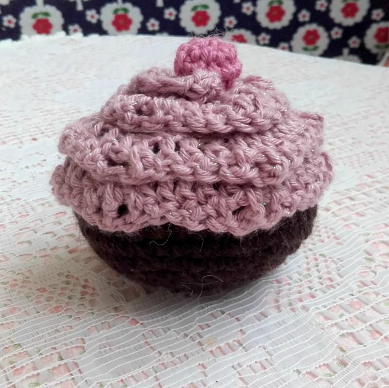 cupcake-crochet-paillettes-laine-rose