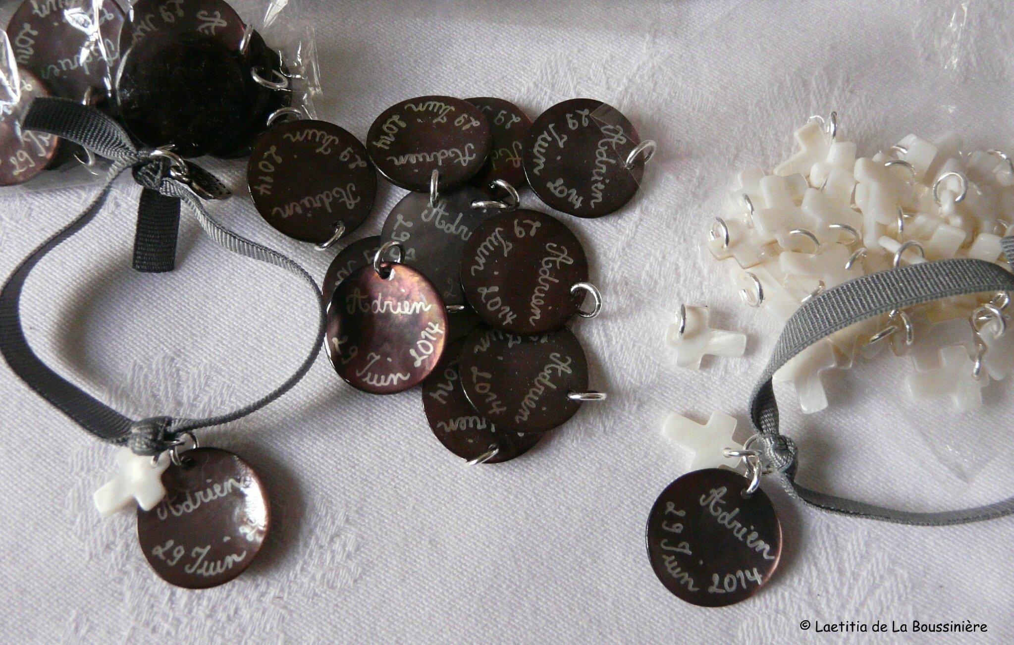 Médailles pour sachets de dragées de Baptême et bracelets assortis