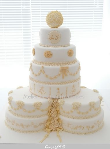Atelier des Gourmandises wedding cake piece montee