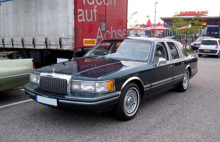 Lincoln_town_car__Rencard_du_Burger_King__01