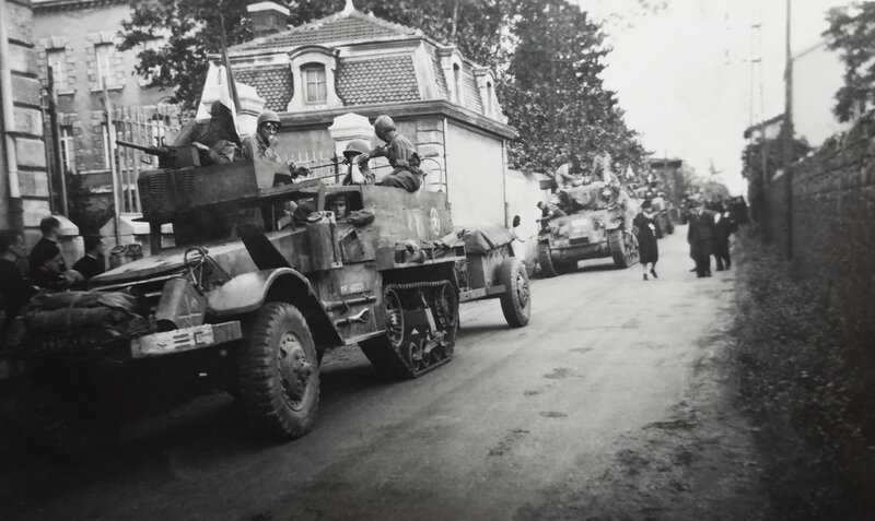chars 1e DB, Saint-Chamond, sept 1944 (4)