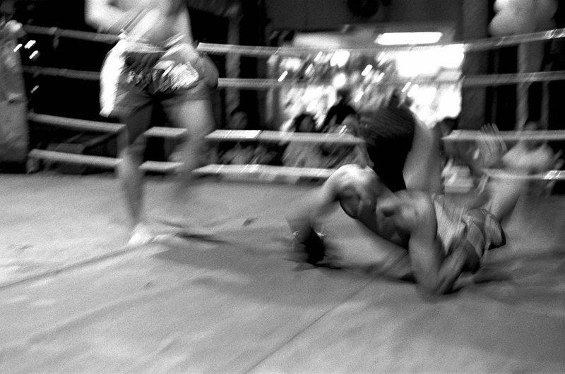 Boxe Chiang maï DOS A TERRE