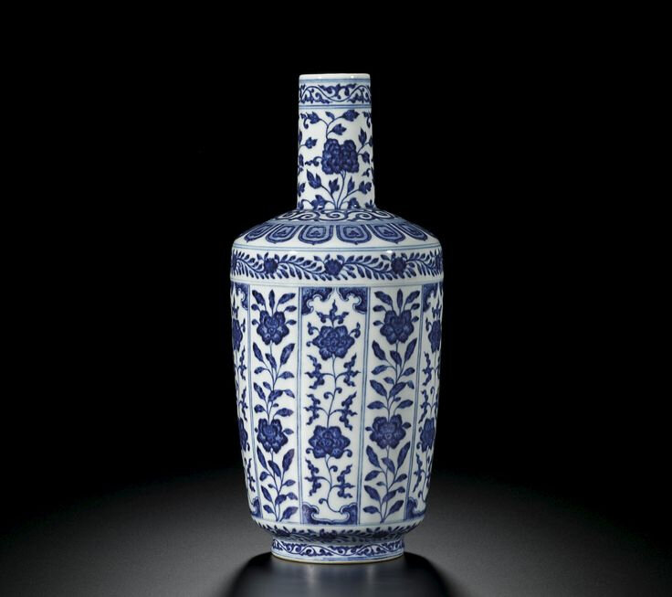 A fine blue and white bottle vase, Seal mark and period of Daoguang (1821-1850)